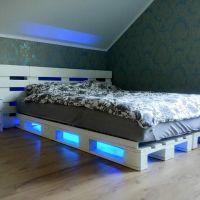 Кровать из поддонов с подсветкой КРО05