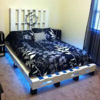 Кровать с подсветкой из поддонов КРО04