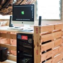 Стол для компьютера из поддонов СТ48