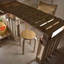 Стол для кухни из поддонов СТ49