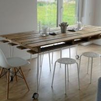 Стол из деревянных поддонов для кухни СТ52